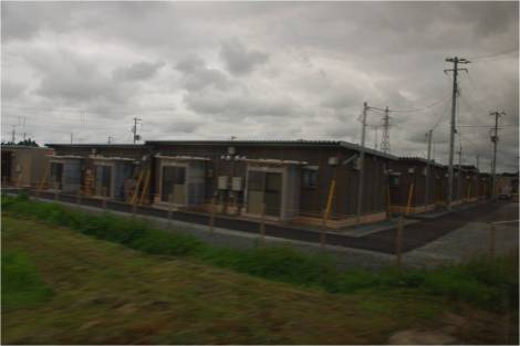 Algunos poblados de casas prefabricadas para evacuados