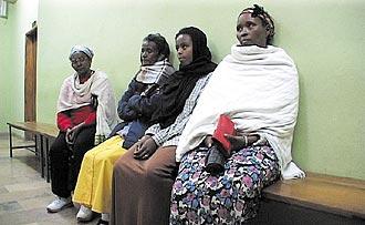 women-waiting-fade