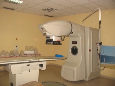 Equipo de cobaltoterapia del Hospital Madre Teresa