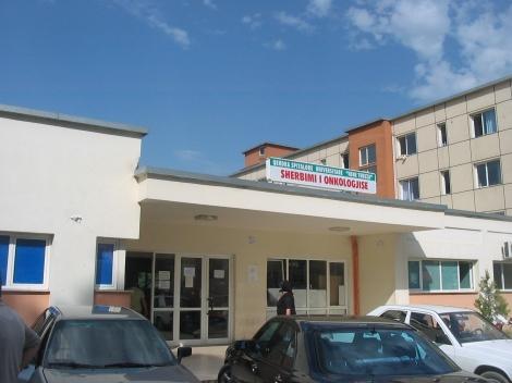 Entrada del Hospital Universitario Madre Teresa. Tirana (Albania)