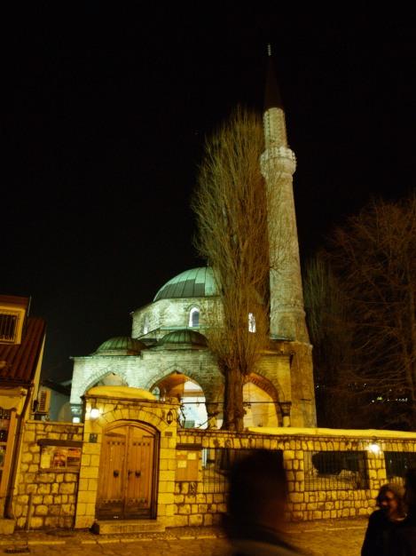 Sarajevo, musulmana, ortodoxa, católica y judía. La hermosa capital de Bosnia (Mezquita de Bascarsija, Sarajevo).