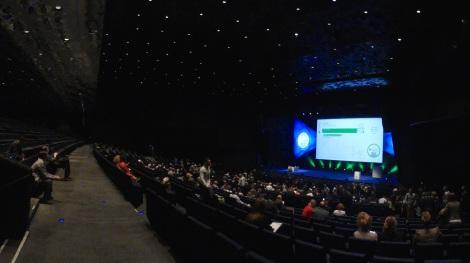 Vista general del enorme auditorio del CCIB