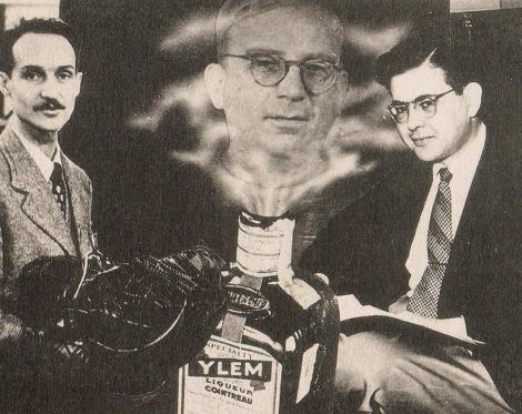 El genio Gamow emerge de una botella de ylem flanqueado por Herman y Alpher.