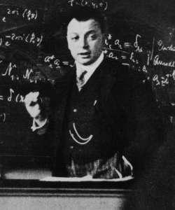 Wolfgang Pauli en una conferencia en la década de 1920 [Fuente: Wikimedia]